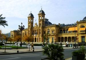 http://commons.wikimedia.org/wiki/File:San_Sebastian_Ayuntamiento.jpg