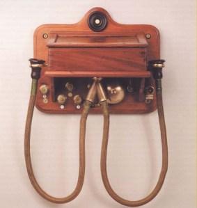 Aparato telefónico Sistema Gower-Bell como los empleados en Fregenal de la Sierra (Badajoz) en 1880.