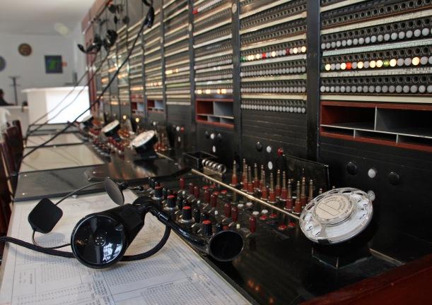 Jacks y clavijas en una centralita manual. Museo de Canena