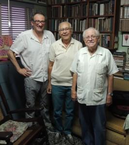 De derecha a izquierda el Dr. José Altshuler, el Dr. Roberto Díaz (presidente y secretario, respectivamente, de la SCHCT) y Pablo Soler.