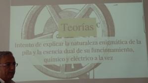 Ángel Toca hablando de las teorías del funcionamiento de las pilas en los principios del Telégrafo