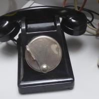 Teléfono de sobremesa con magneto