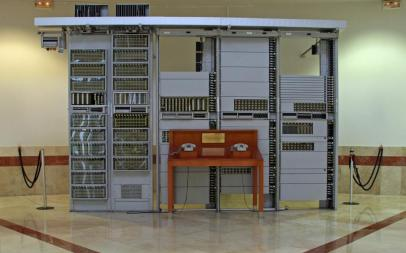 Sección de Central ARF (Ericsson) en exposición en la Universidad de Valladolid