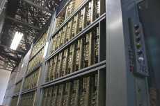 Bastidores de una central de conmutación telefónica de Barras Cruzadas Pentaconta. Las últimas centrales de este tipo se desmontaron en 2010.