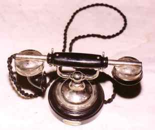 Aparato batería local Siemens ( Alemania - 1920/1925) Utilizado como interfono. Foto Colección Fundación Telefónica 5998