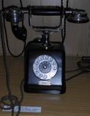 Teléfono de mesa Siemens tipo ZBSA 19 similar a los instalados en Balaguer en 1924