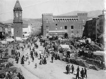 Plaza baja de Ayerbe en 1920. Foto Ricardo Compaire Escartín (1883-1965)