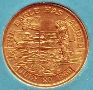 """Medalla conmemorativa Apollo 11. Anverso. """"El Eagle ha alunizado, 20 de julio de 1969"""""""