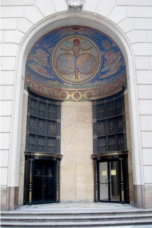 Portada de la sede de la ITT en New York. (Wikipedia)