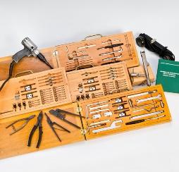 Cajas de herramientas de ajuste de relés y de conexionado de circuitos